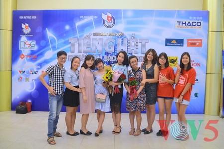 """Das Potpourri """"Hanoi im Herbst"""" geht ins Finale des Gesangsfestivals für Journalisten 2016 - ảnh 12"""