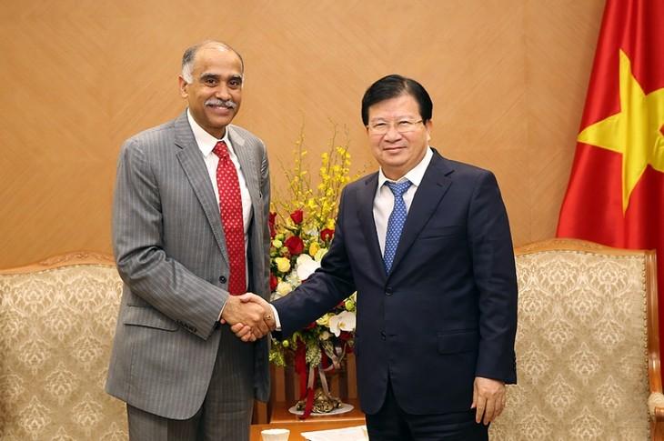 Vizepremierminister Trinh Dinh Dung empfängt Botschafter Weißrusslands, Indiens und der Niederlande - ảnh 1