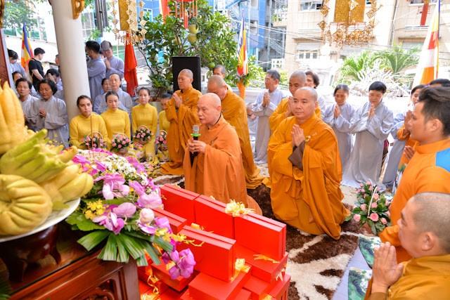Zahlreiche Bewohner und Buddhisten beteiligen sich am Vu-Lan-Fest - ảnh 1