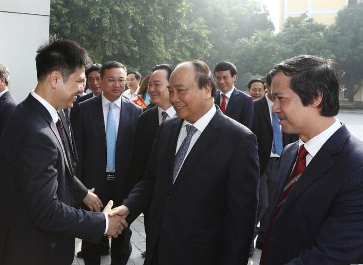 Premierminister Nguyen Xuan Phuc tagt mit Leitung der Hanoier Nationaluniversität - ảnh 1