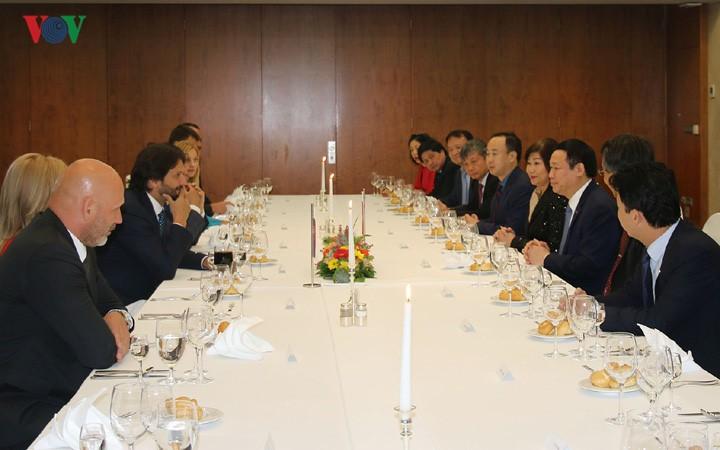 Vizepremierminister Vuong Dinh Hue besucht Slowakei - ảnh 1
