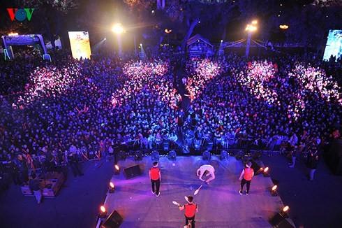 Hanoi veranstaltet viele Kultur- und Sportaktivitäten zur Begrüßung des Neujahrs 2018 - ảnh 1