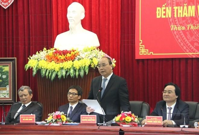 Premierminister Nguyen Xuan Phuc tagt mit Provinzleitung von Thua Thien-Hue - ảnh 1