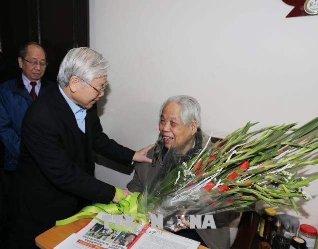 Spitzenpolitiker beglückwünschen ehemaligen KPV-Generalsekretär Do Muoi zum Geburtstag - ảnh 1