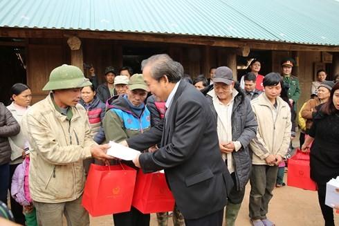 Vizepremierminister Truong Hoa Binh besucht Bewohner in Da Bac, Hoa Binh - ảnh 1
