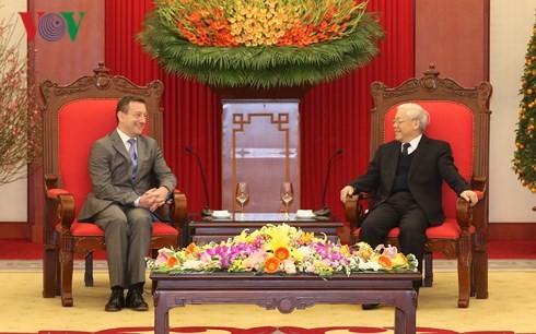 KPV-Generalsekretär Nguyen Phu Trong trifft Frankreichs Botschafter Bertrand Lortholary - ảnh 1