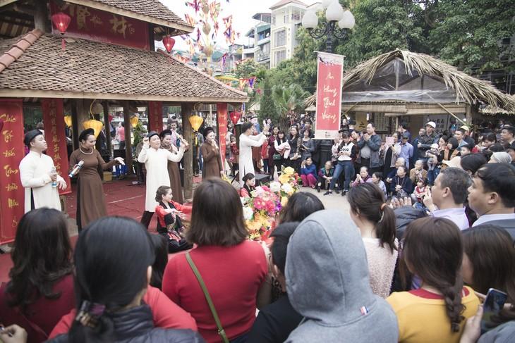 Frühlingsfeste locken viele Bewohner an - ảnh 1
