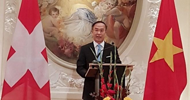 Vietnams Delegation in Genf trifft sich am Anfang vom Jahr des Hundes - ảnh 1