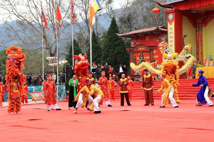 Dorffest Ngoc Tan mit folkloristischen Spielen - ảnh 1