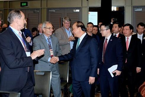 Premierminister Nguyen Xuan Phuc trifft Vertreter großer Unternehmen Australiens - ảnh 1