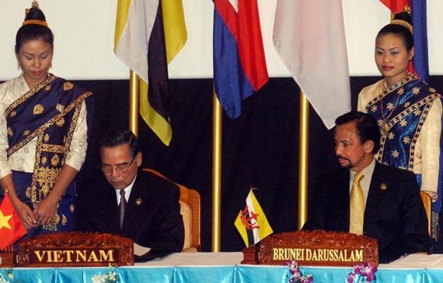 Ehemaliger Premierminister Phan Van Khai hinterließ viele diplomatische Prägungen - ảnh 7