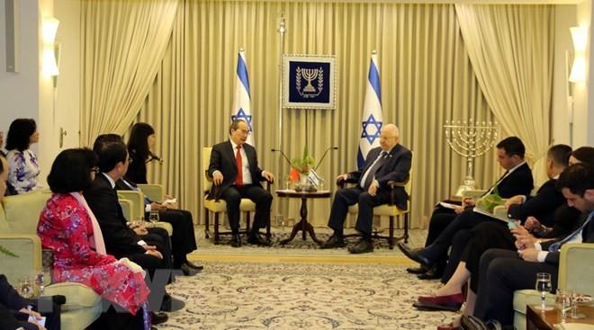 Parteileiter von Ho Chi Minh Stadt Nguyen Thien Nhan trifft Israels Präsident Reuven Rivlin - ảnh 1