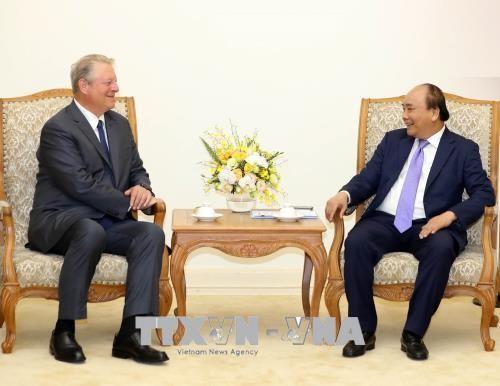 Premierminister Nguyen Xuan Phuc trifft ehemaligen US-Vizepräsident Al Gore - ảnh 1