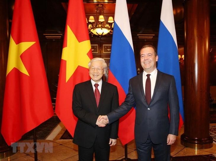 KPV-Generalsekretär Nguyen Phu Trong trifft Vorsitzenden der Partei Einiges Russland Dmitri Medwedew - ảnh 1