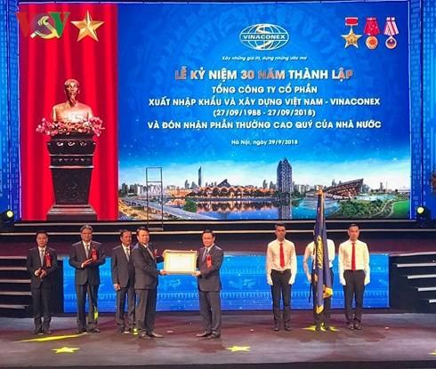Vizepremierminister Vuong Dinh Hue nimmt an Feier zum 30. Gründungstag von Vinaconex teil - ảnh 1