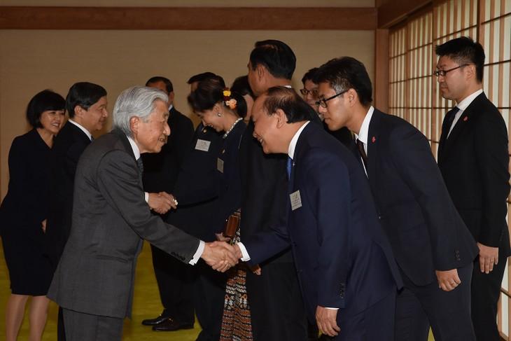 Premierminister Nguyen Xuan Phuc und Staatschefs der Mekongländer treffen Japans König und Kronprinz - ảnh 1