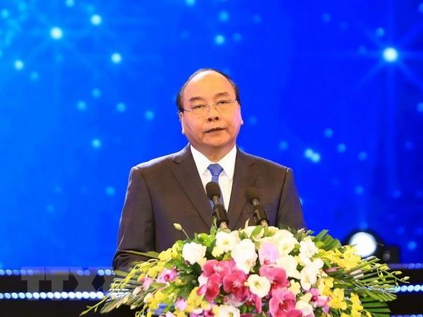 Premierminister Nguyen Xuan Phuc bricht nach Indonesien zum Treffen der ASEAN-Spitzenpolitiker auf - ảnh 1