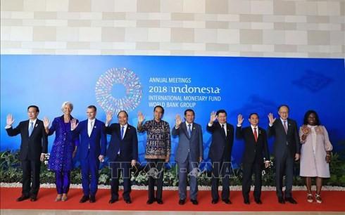 Premierminister Nguyen Xuan Phuc nimmt an Jahrestagung von IWF und WB teil - ảnh 1