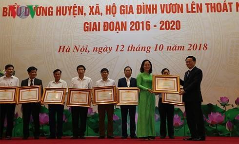 Vizepremierminister Vuong Dinh Hue lobt Kreise, Gemeinden und Familien für Armutsminderung - ảnh 1