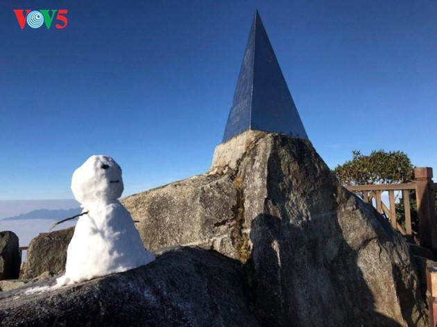 Eis bedeckt den Fansipan-Gipfel - ảnh 3
