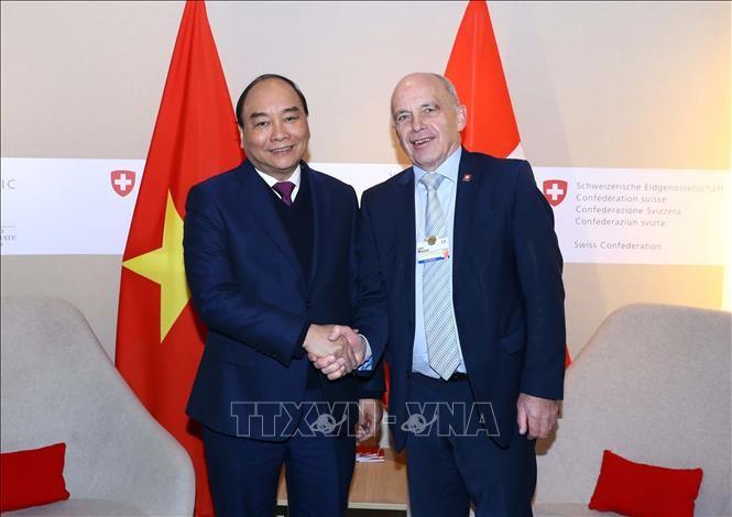Premierminister Nguyen Xuan Phuc schließt seinen Schweizbesuch für das Davos Forum ab - ảnh 1