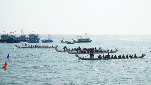 Lebhafte Stimmung beim Bootsrennen im Inselkreis Ly Son in Quang Ngai - ảnh 1