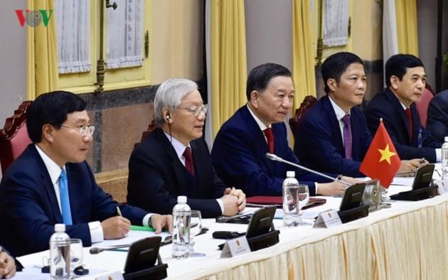 Vietnams Spitzenpolitiker empfangen US-Präsidenten Donald Trump - ảnh 6