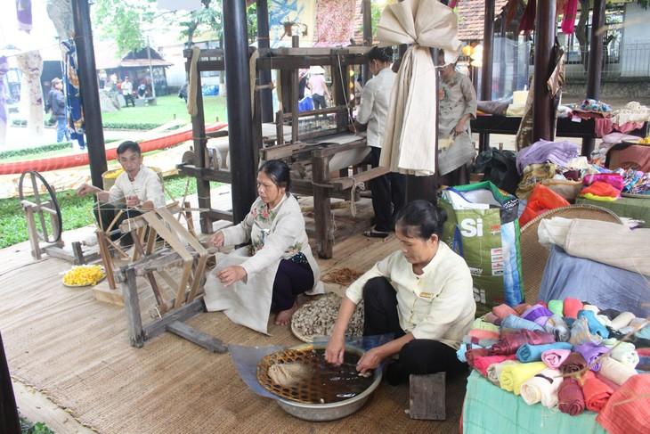 Festival der traditionellen Berufe Hue 2019: Wiederbelebung und Entwicklung traditioneller Berufe - ảnh 2