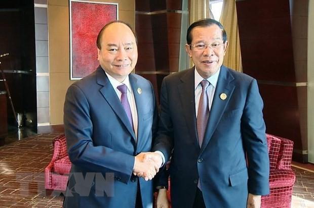 """Premierminister Nguyen Xuan Phuc trifft Kambodschas Premierminister Hun Sen am Rande des """"Gürtel und Straße""""-Forums - ảnh 1"""