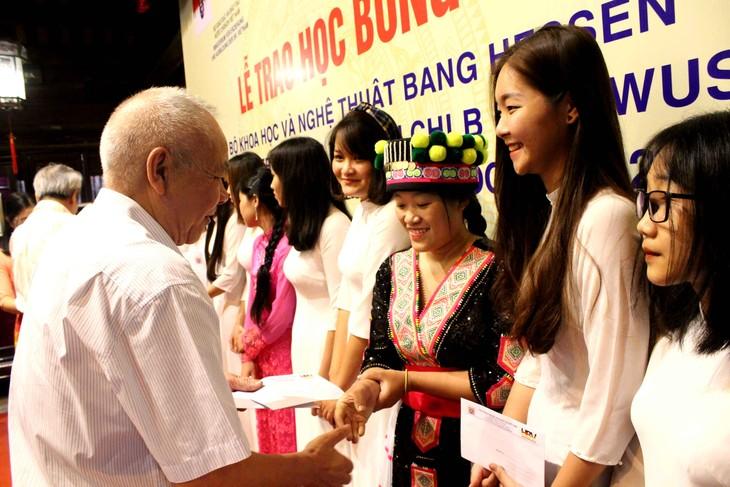 Übergabe der Stipendien des Bundeslands Hessen an ausgezeichnete Studierende in Hanoi und Umgebung - ảnh 2