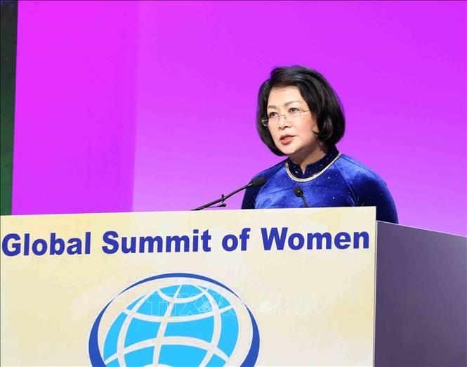 Globaler Frauengipfel: Vizestaatspräsidentin Dang Thi Ngoc Thinh hebt Rolle der Frauen in der Industrie 4.0 hervor - ảnh 1