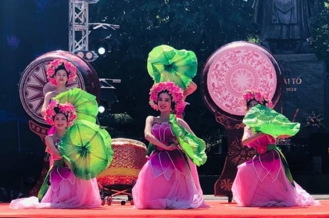 Kultur- und Tourismusfestival 2019 am Hoan Kiem-See in Hanoi - ảnh 1