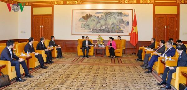 Parlamentspräsidentin Nguyen Thi Kim Ngan trifft Unternehmenschefs in Peking - ảnh 1