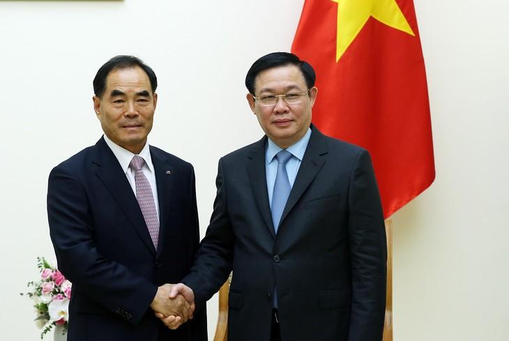 Vizepremierminister Vuong Dinh Hue trifft Präsident des südkoreanischen Konzerns KRC - ảnh 1