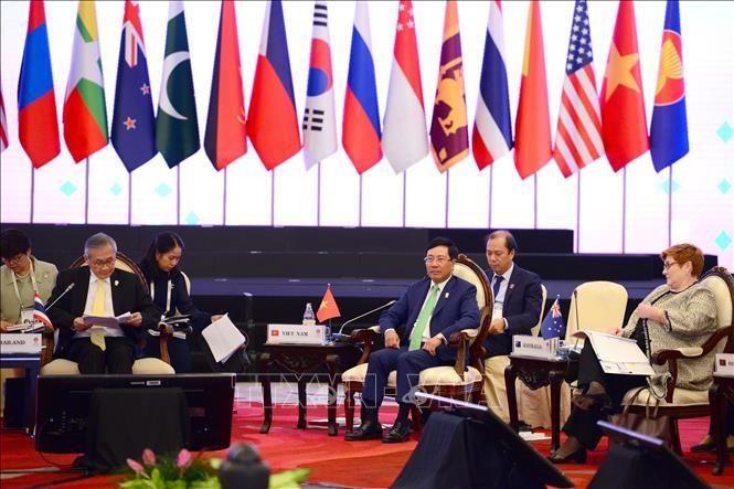 Vietnam beteiligt sich an Ostasien-Außenministerkonferenz  - ảnh 1