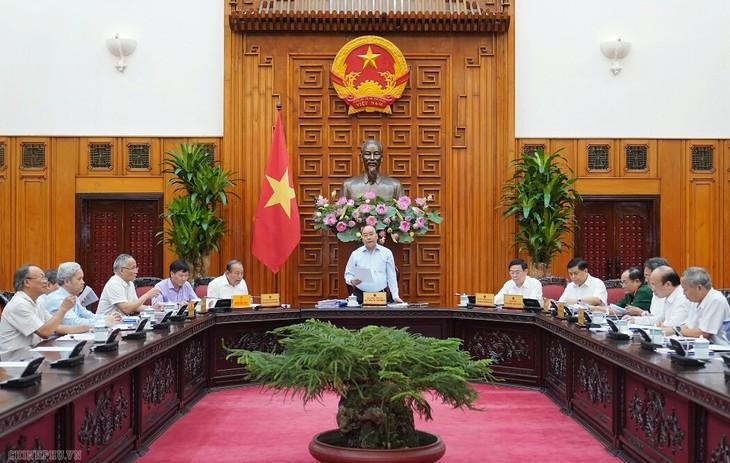 Premierminister Nguyen Xuan Phuc leitet die Sitzung der Unterabteilung für Wirtschaft und Soziales für den 13. Parteitag - ảnh 1