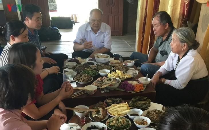 Die weißen Thais in Tay Bac feiern das Xip-Xi-Fest - ảnh 1