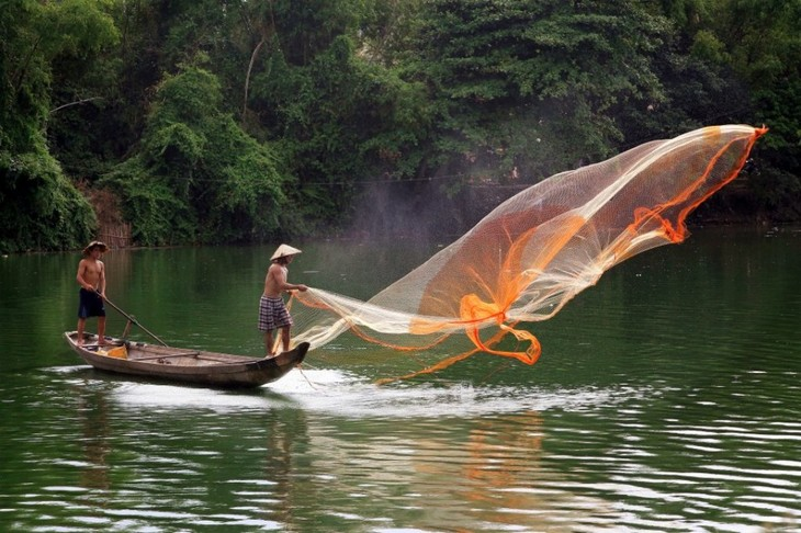 Perkenalan tentang beberapa alat penangkap ikan tradisional di Vietnam - ảnh 1