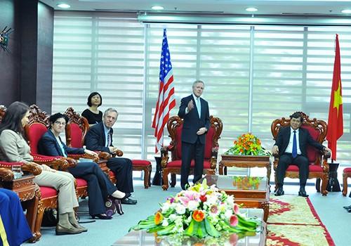 Menteri Angkatan Laut AS mengunjungi kota Da Nang - ảnh 1