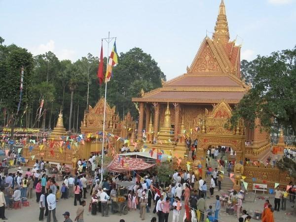 Badan Pengarahan Daerah Nam Bo Barat menyampaikan ucapan selamat Hari Raya Chol Chnam Thmay kepada warga etnis Khmer di provinsi Hau Giang - ảnh 1