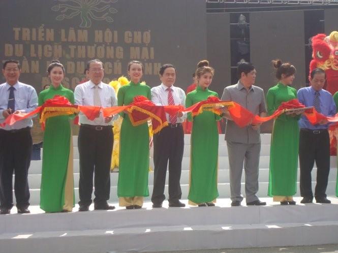 Acara pembukaan Pameran Pekan Raya Pariwisata dan Perdagangan daerah dataran rendah sungai Mekong - ảnh 1