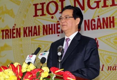PM Vietnam, Nguyen Tan Dung menghadiri konferensi menggelarkan tugas tahun 2016 dari instansi perhubungan dan transportasi Vietnam - ảnh 1