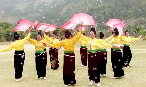 """Provinsi Dien Bien mengumumkan Pusaka budaya nonbendawi nasional """"Upacara Kin Pang Then"""" dan """"Seni tari Xoe Thai"""" - ảnh 1"""