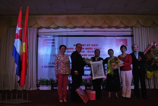 Kota Ho Chi Minh mempererat hubungan persahabatan tradisional dengan Kuba - ảnh 1