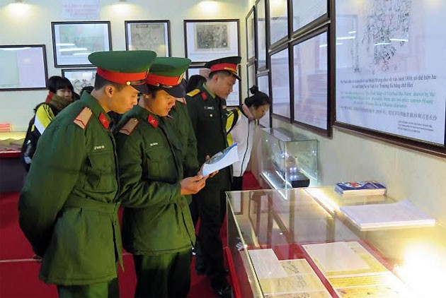 "Pameran ""Hoang Sa dan Truong Sa wilayah Vietnam – Bukti-bukti sejarah dan hukum"" - ảnh 1"