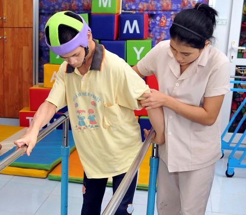 Meningkatkan kemampuan dan terapi fisik untuk kaum penyandang disabilitas - ảnh 1
