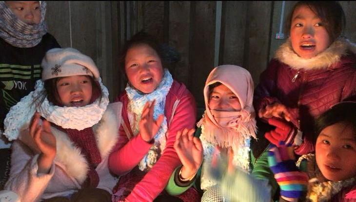 Para warga etnis minoritas Meo Vac bertarung melawan udara dingin berat - ảnh 8