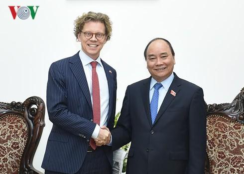PM Nguyen Xuan Phuc menerima Dubes Swedia untuk Vietnam - ảnh 1