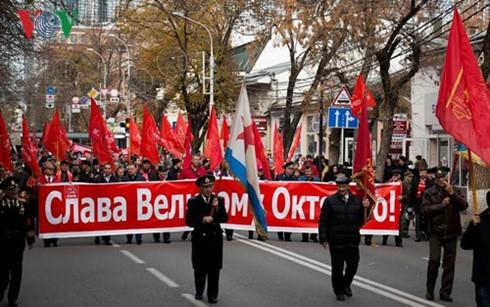 Aktivitas-aktivitas memperingati ultah ke-99 Revolusi Oktober Rusia - ảnh 1