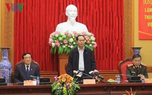 Presiden Tran Dai Quang melakukan temu kerja dengan badan-badan investigasi dari Kementerian Keamanan Publik, Kemhan dan Kejaksaan Rakyat Agung - ảnh 1